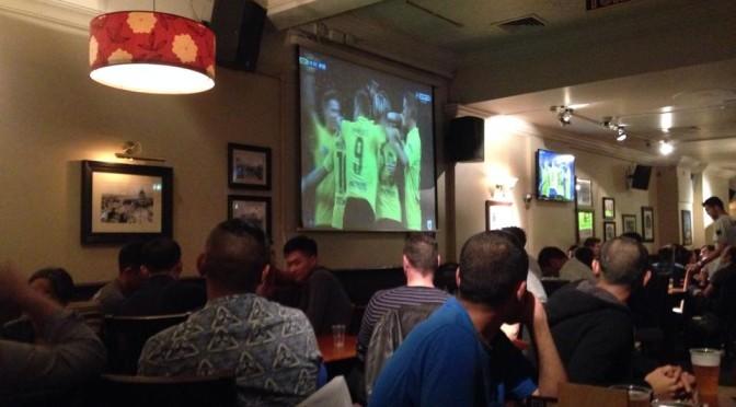 サッカー観戦ができるイギリスのパブの様子を紹介!