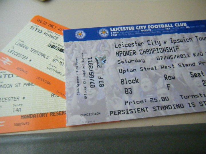 列車のチケットと試合のチケット